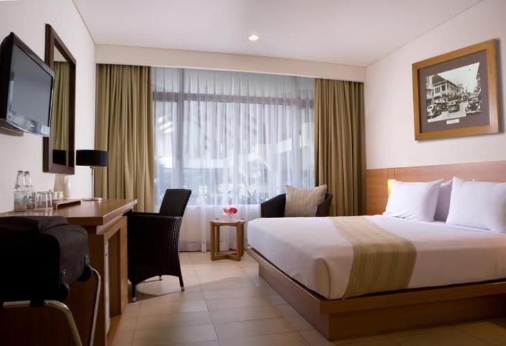 Hotel Santika Bandung Adalah Penginapan Bergengsi Di Tengah Kota Yang Menawarkan Pengalaman Menginap Dengan Lingkungan Sejuk Dan Asri