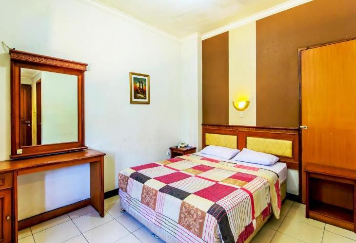 Cihampelas Hotel 2 Bandung by LARIZ