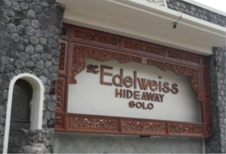 The Edelweiss Hideaway Solo