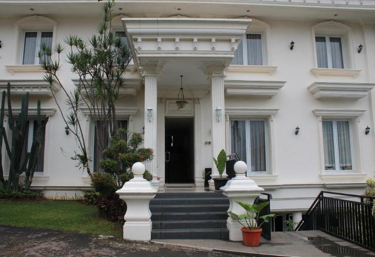Rizen Premiere Hotel