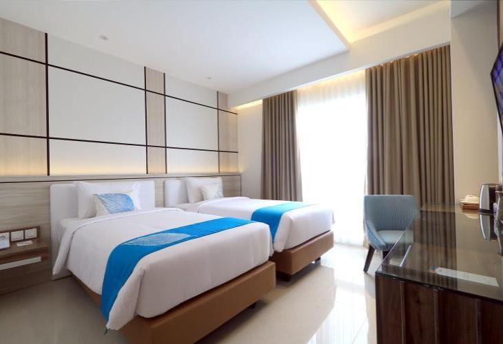 Hotel Dafam Lotus Jember Menyediakan Kamar Ber AC Dengan Wi Fi Gratis Di Akomodasi Ini Memiliki Sebuah Kolam Renang Luar Ruangan Serta Restoran