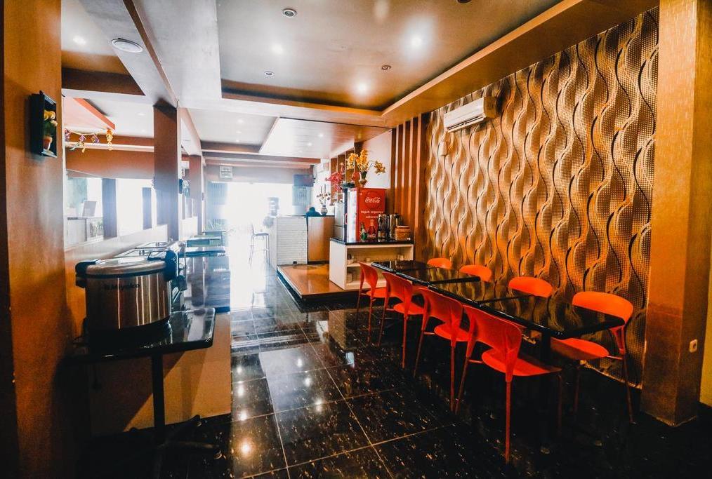 RedDoorz Plus near Makassar Town Square
