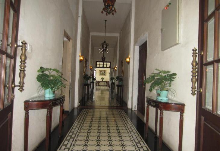Padang Hotel