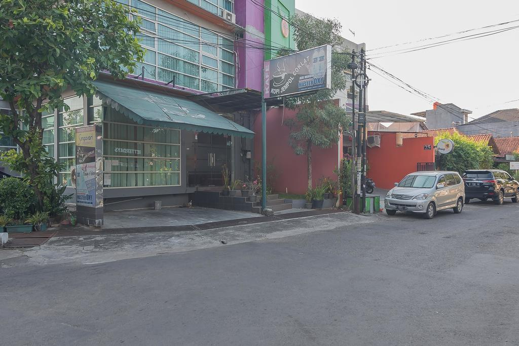 RedDoorz Plus near Politeknik Ilmu Pelayaran