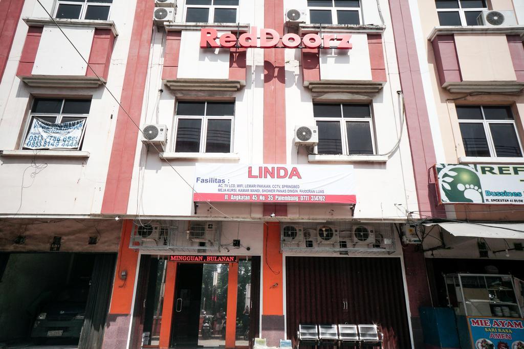 RedDoorz near Palembang Square Mall 2