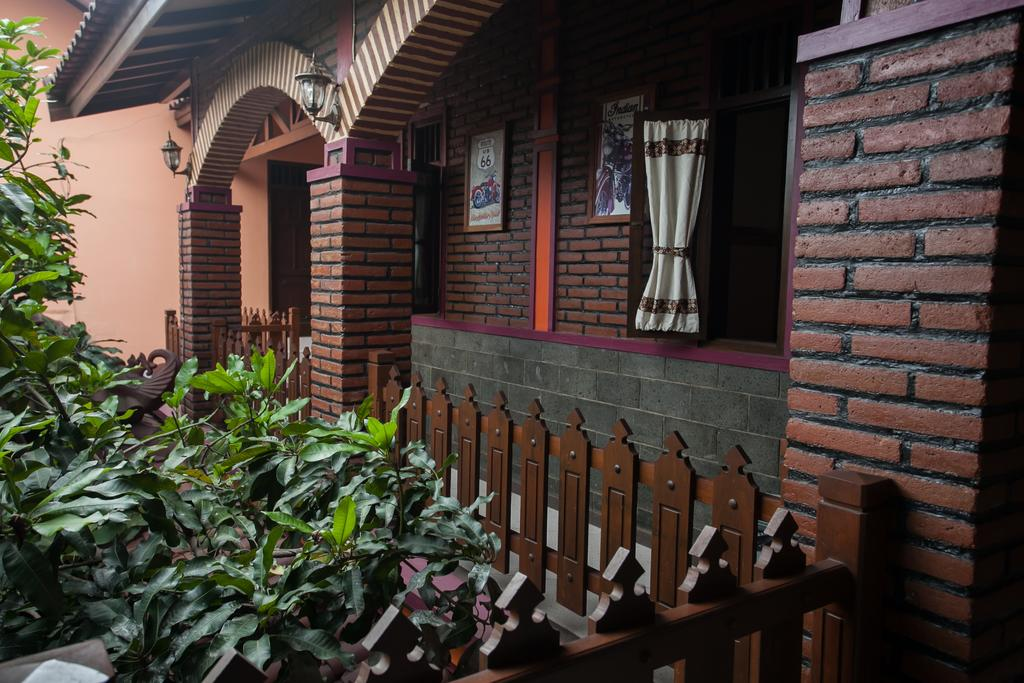 RedDoorz Plus near Stasiun Kota Baru Malang