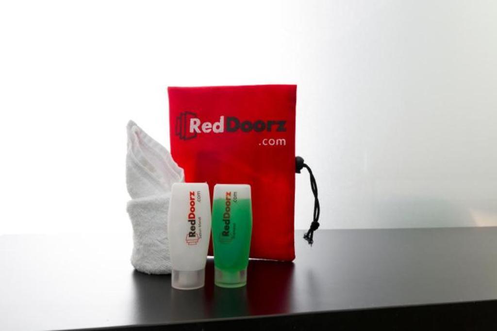 RedDoorz Plus @ Paal 2 Manado