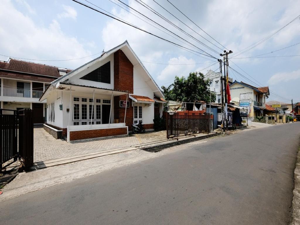 RedDoorz near Moro Mall Purwokerto