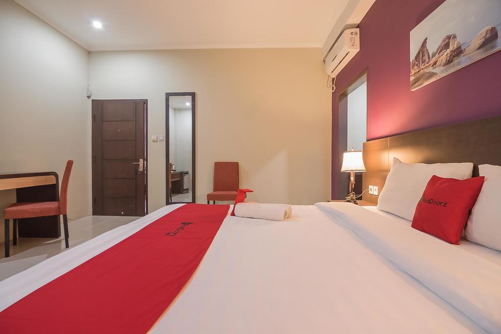 RedDoorz Plus @ Tanjung Pandan Belitung 2