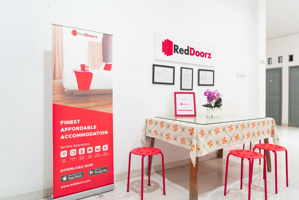 RedDoorz Syariah near Grand Galaxy Park