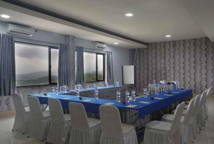 RedDoorz Premium @ Fafa Hill Resort Bogor