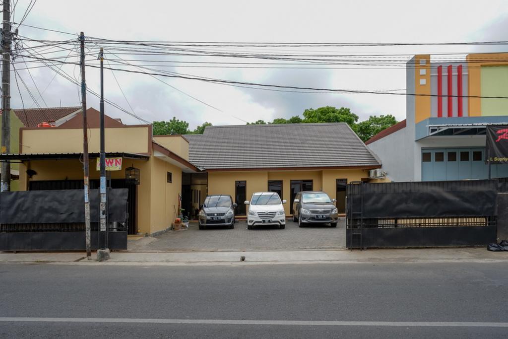RedDoorz near Living Plaza Purwokerto